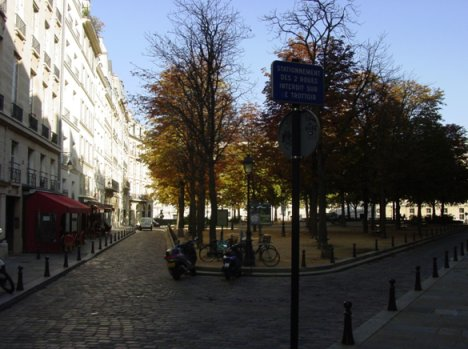 View looking back onto the modern Place Dauphine
